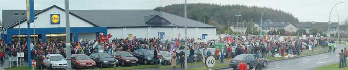 Crowd at start of Shannon demonstration