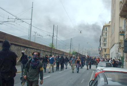 Black Block and smoke in Genao